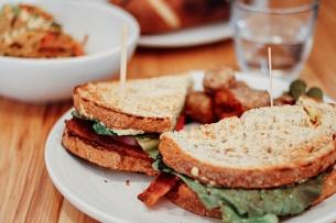 Pause déjeuner : comment faire pour manger vite et bien au travail ?