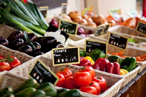 Le marché : des bruits, des couleurs, des odeurs...