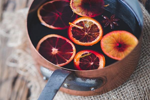 La recette du glögg : le vin chaud suédois gourmand pour se réchauffer à Noël