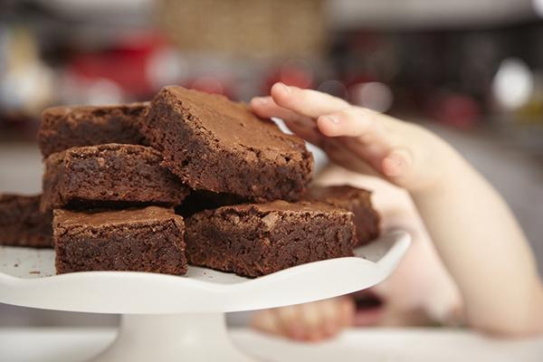 Brownie : la recette du gâteau fondant au chocolat, à la pomme et aux noix