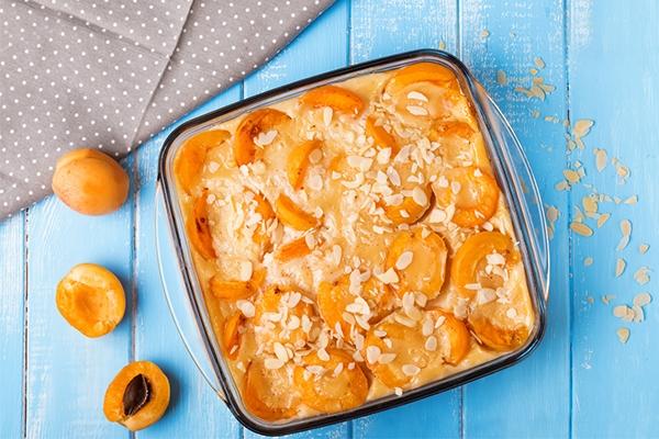 Clafoutis abricot et fleur d'oranger : la recette ultra-facile de Chef Céline