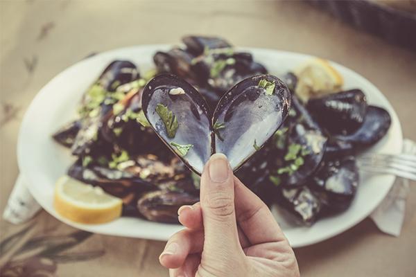 Moules-frites : 3 recettes pour revisiter les moules marinières traditionnelles