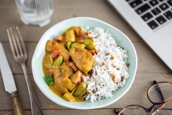 Poulet korma et riz aux lentilles