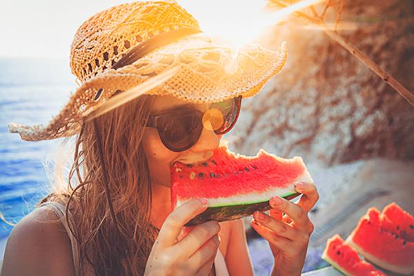 Comment préparer sa peau au soleil grâce à son alimentation ?
