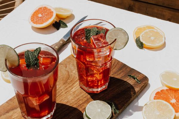 Thé glacé à la pêche : la recette de la boisson estivale rafraîchissante et faite-maison