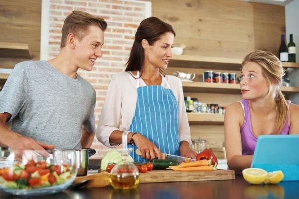 7 idées originales pour cuisiner avec son ado !