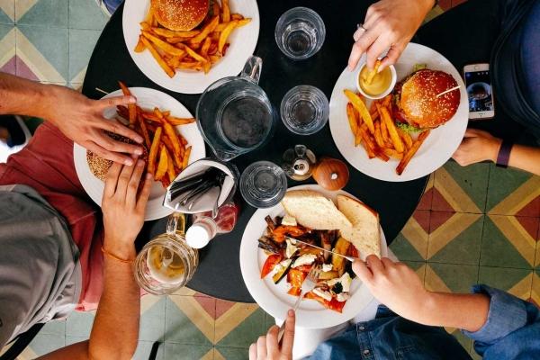 Tips pour facilement bien manger après une soirée