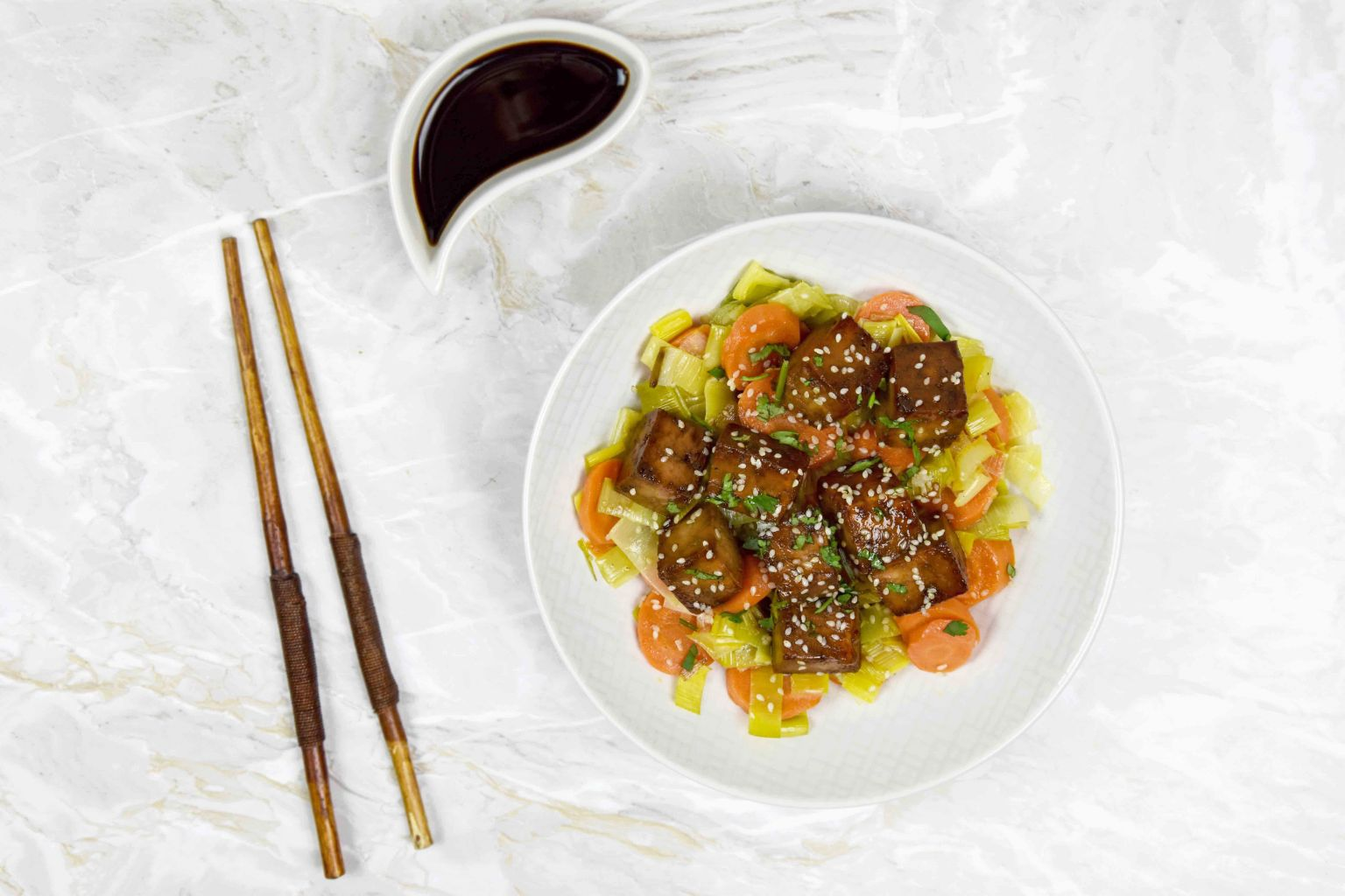 Recette tofu la sauce soja et au s same et saut de l gumes quitoque - Comment cuisiner les germes de soja frais ...