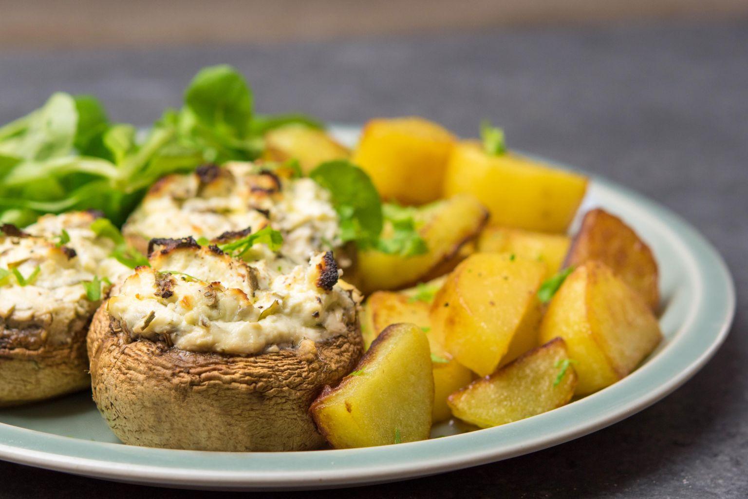 Recette champignons farcis au fromage frais et pommes de terre saut es quitoque - Comment cuisiner des champignons frais ...
