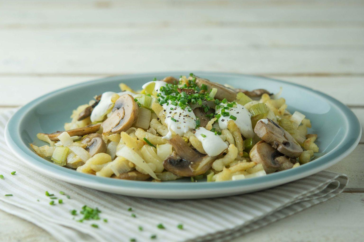 Recette po l e de sp tzle aux champignons et ch vre frais quitoque - Comment cuisiner des champignons frais ...