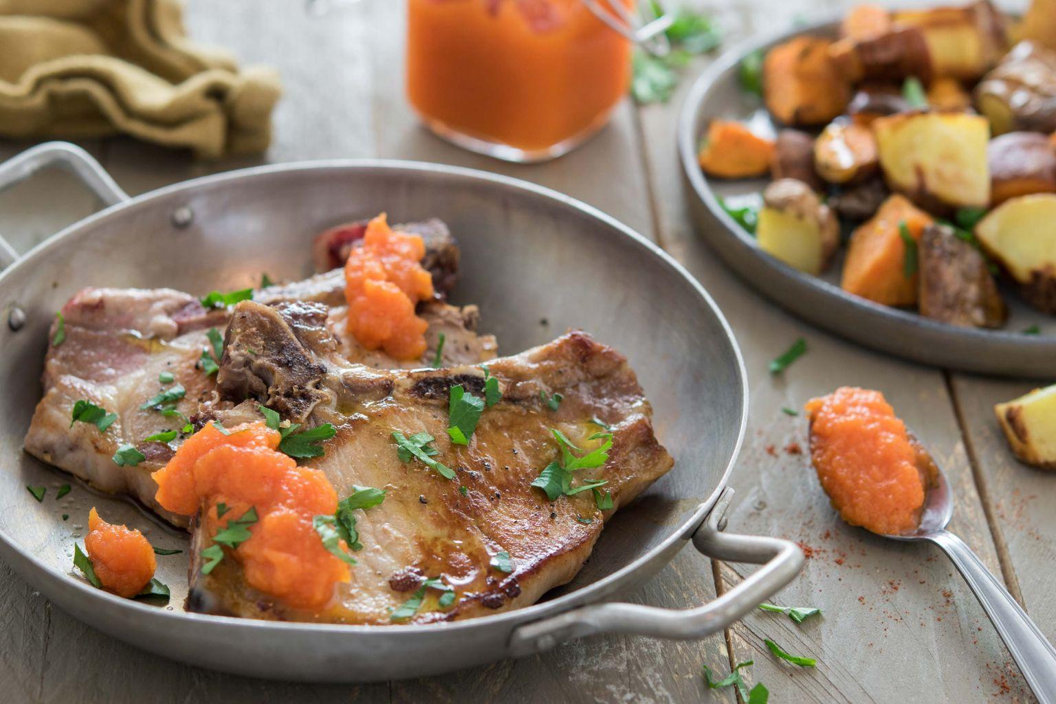 Côtes de porc et ketchup fumé de carotte