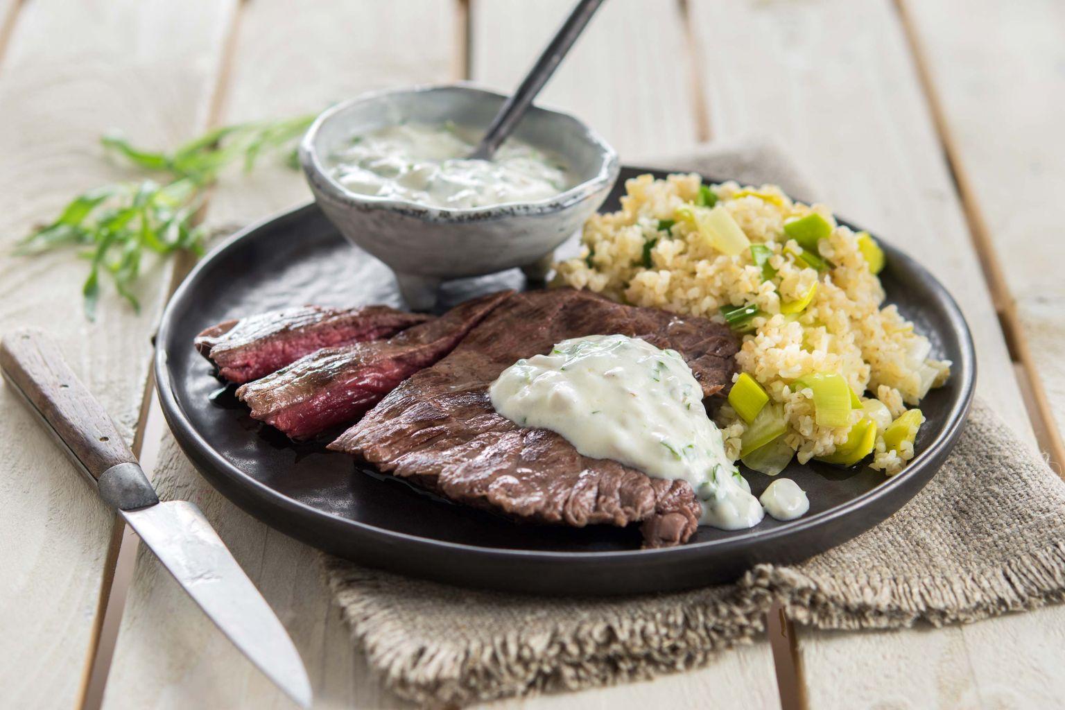 Steak de bœuf, sauce béarnaise au fromage frais