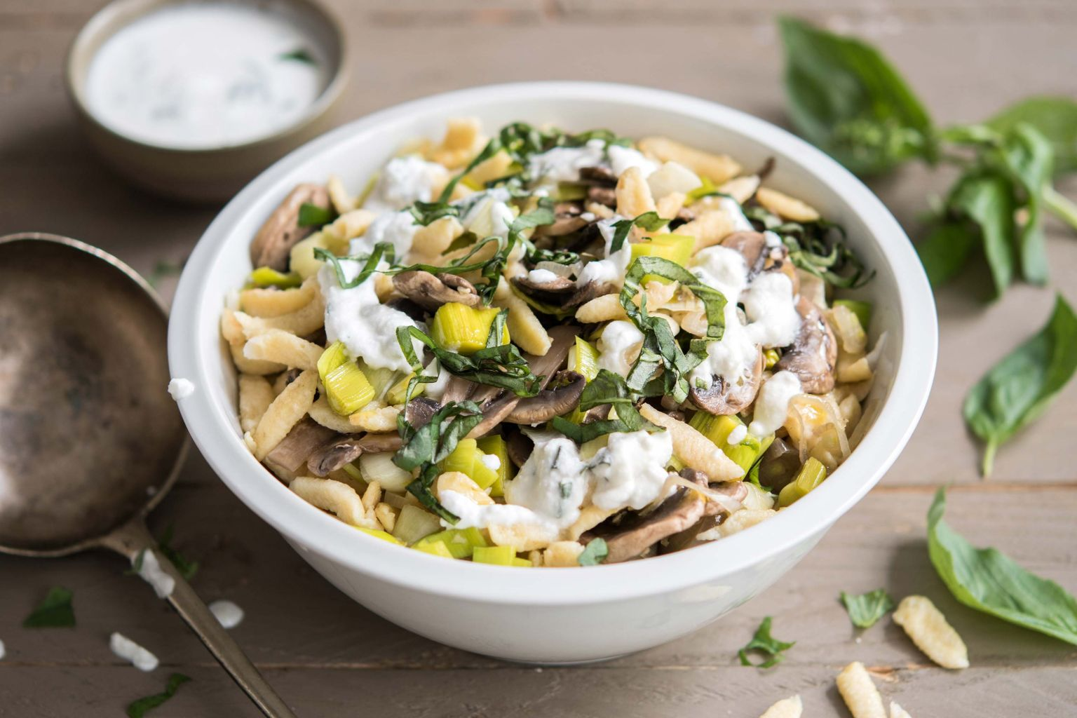 Recette sp tzle saut es aux champignons et ch vre frais quitoque - Comment cuisiner les germes de soja frais ...