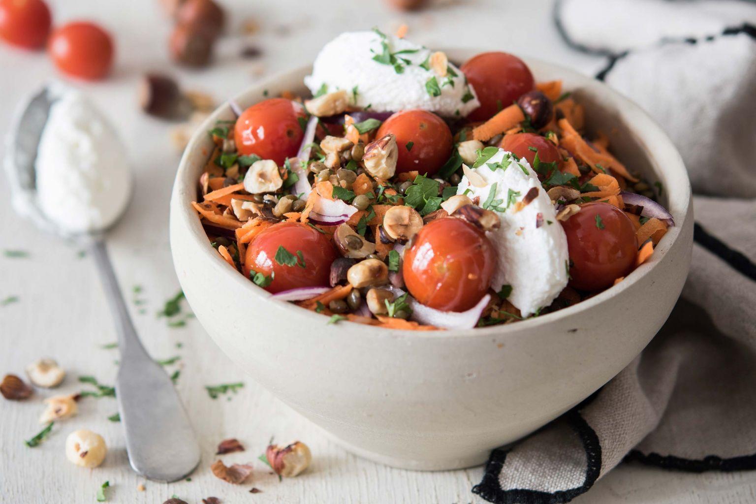 Salade de lentilles aux noisettes et tomates cerises