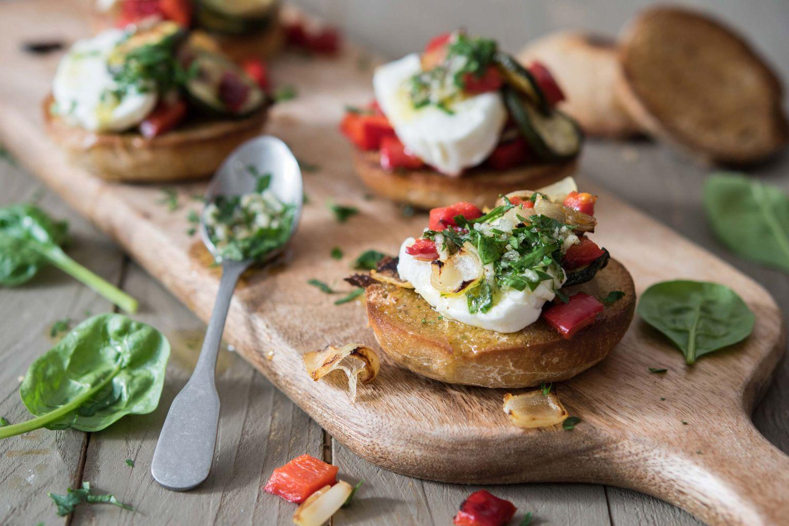 bruschette-à-la-mozzarella-et-légumes-grillés