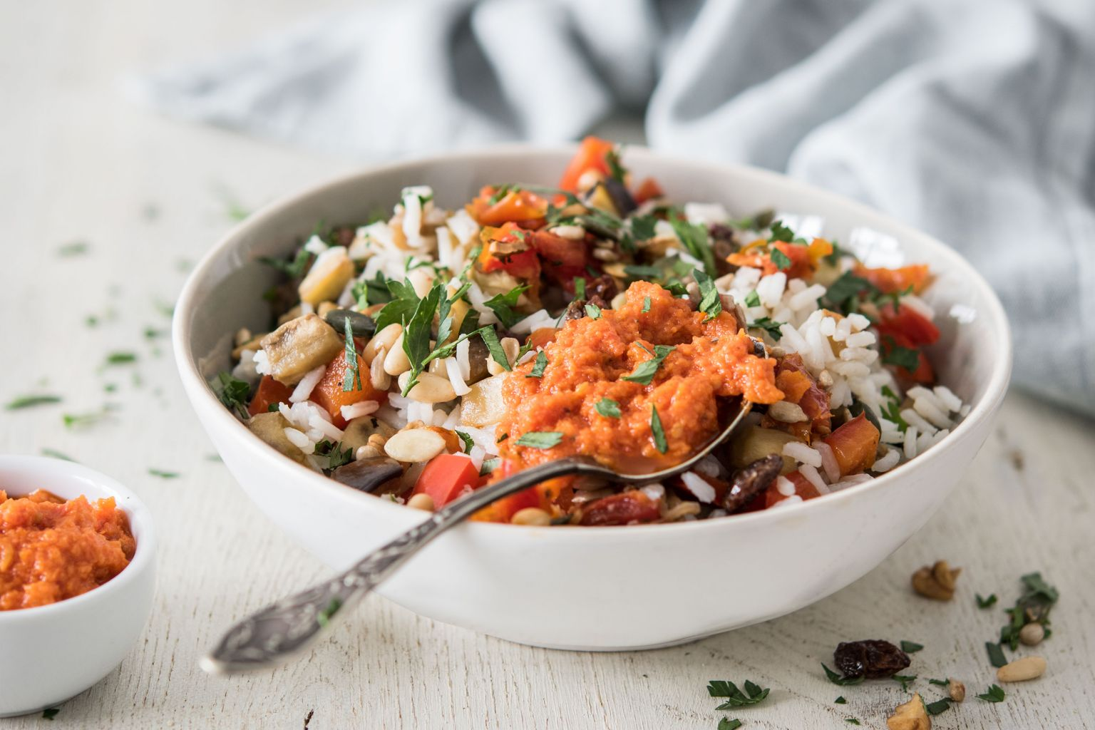 Salade de riz croquante à la sauce aux tomates séchées