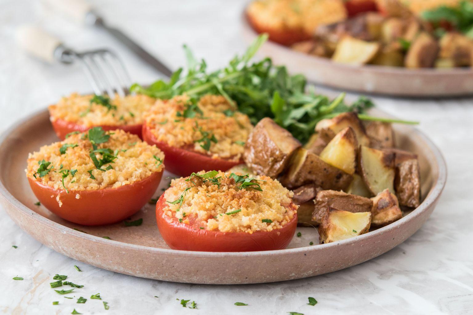 Tomates provençales au parmesan, salade de roquette