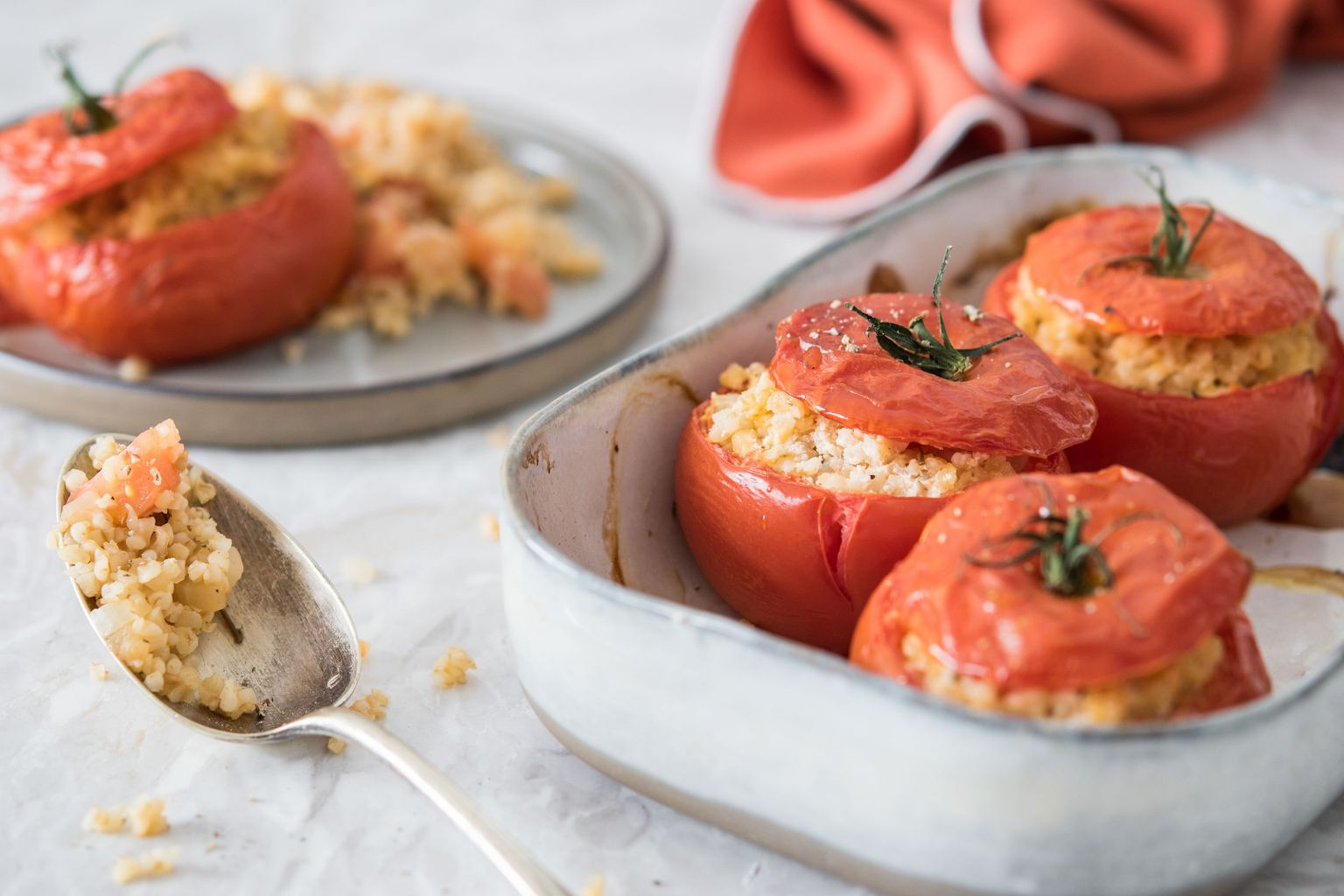 Tomates farcies au chèvre au piment et boulgour