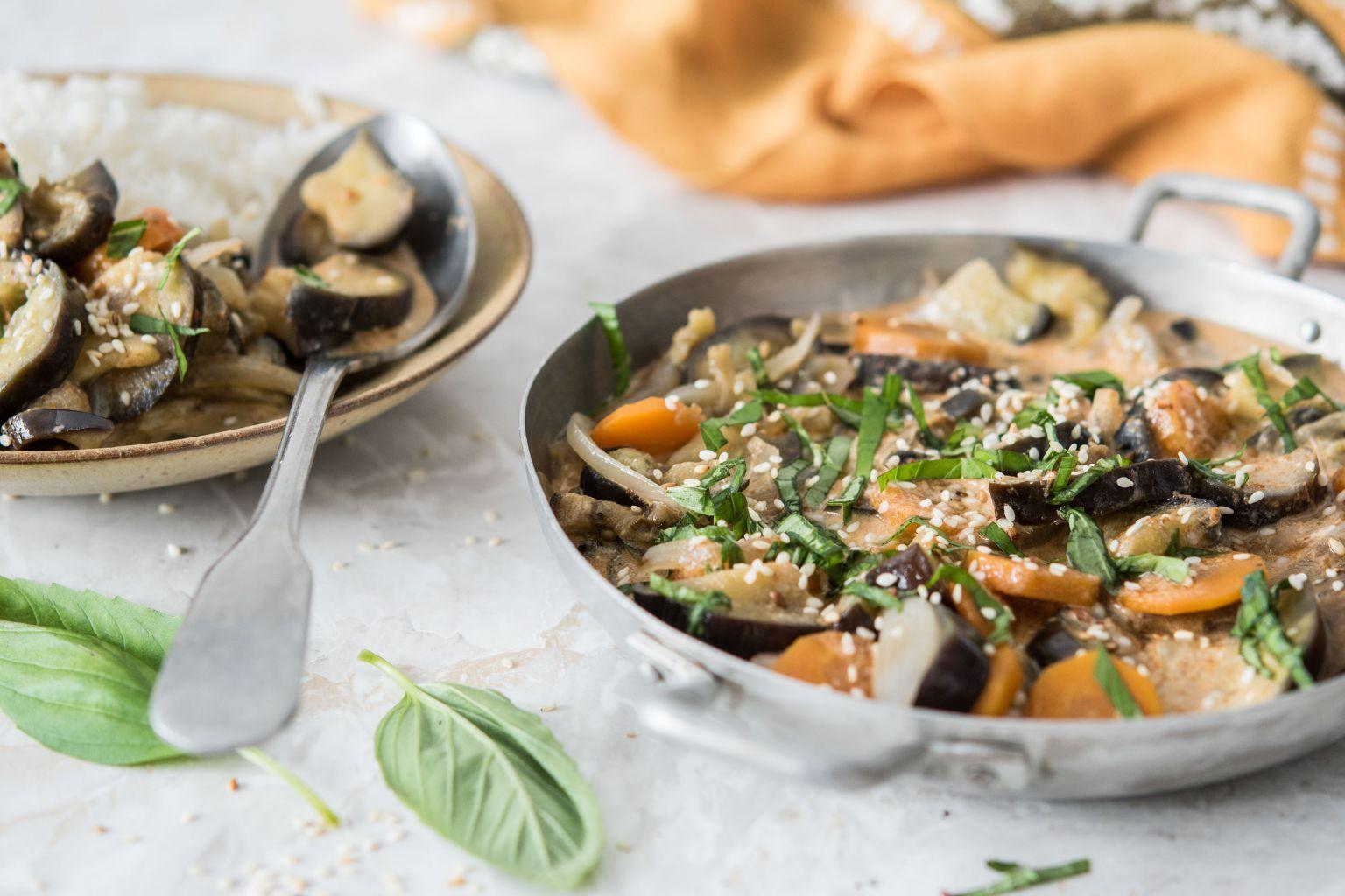 Curry rouge de légumes au lait de coco et au sésame