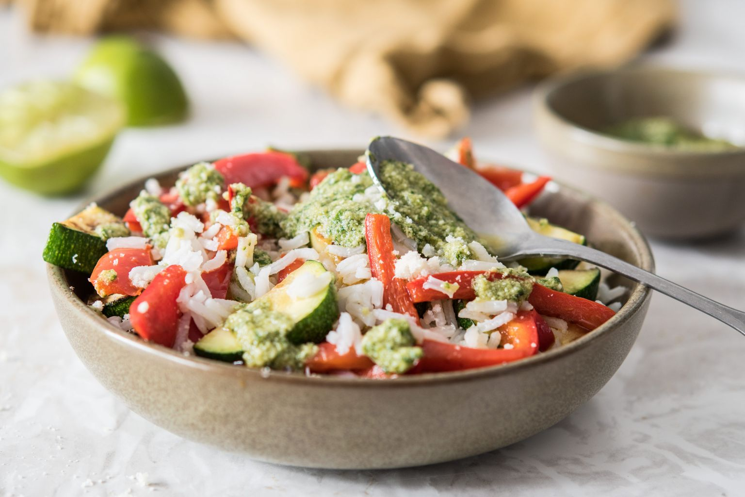 Salade de riz au pesto de basilic et citron vert