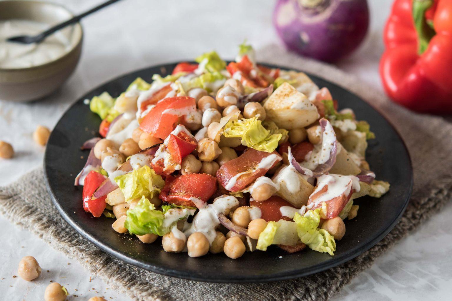 Salade aux pois chiches, légumes rôtis et cumin