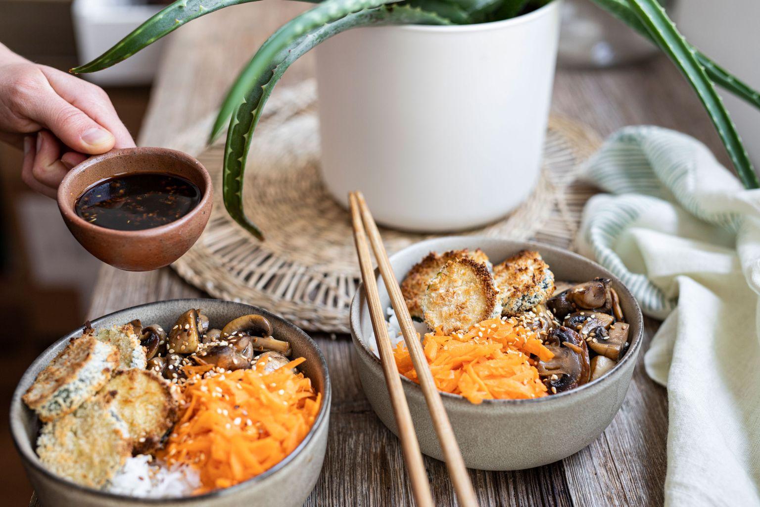 Bowl de courgette panko à la sauce soja