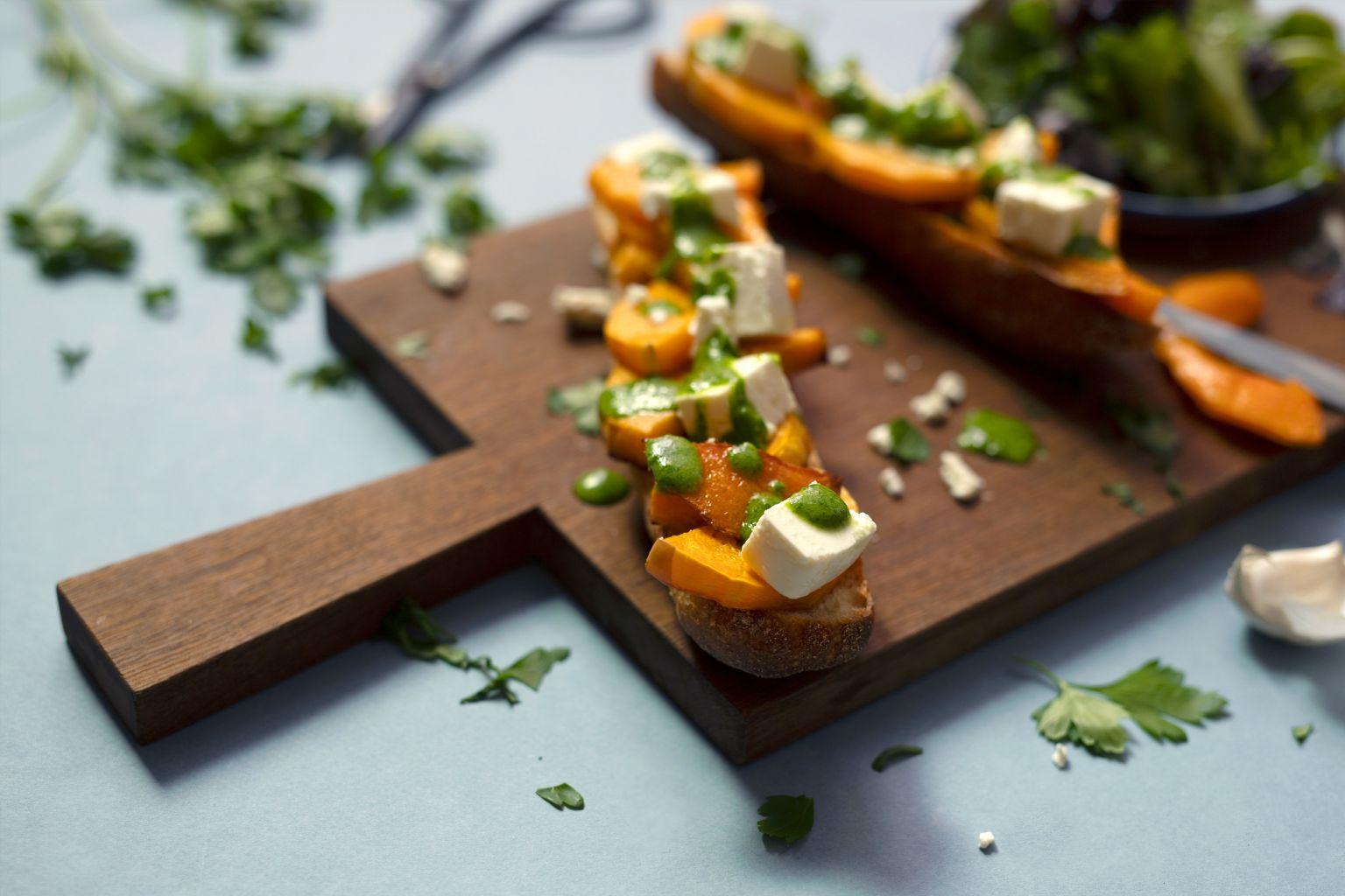 Bruschette au butternut, féta et pistou de persil