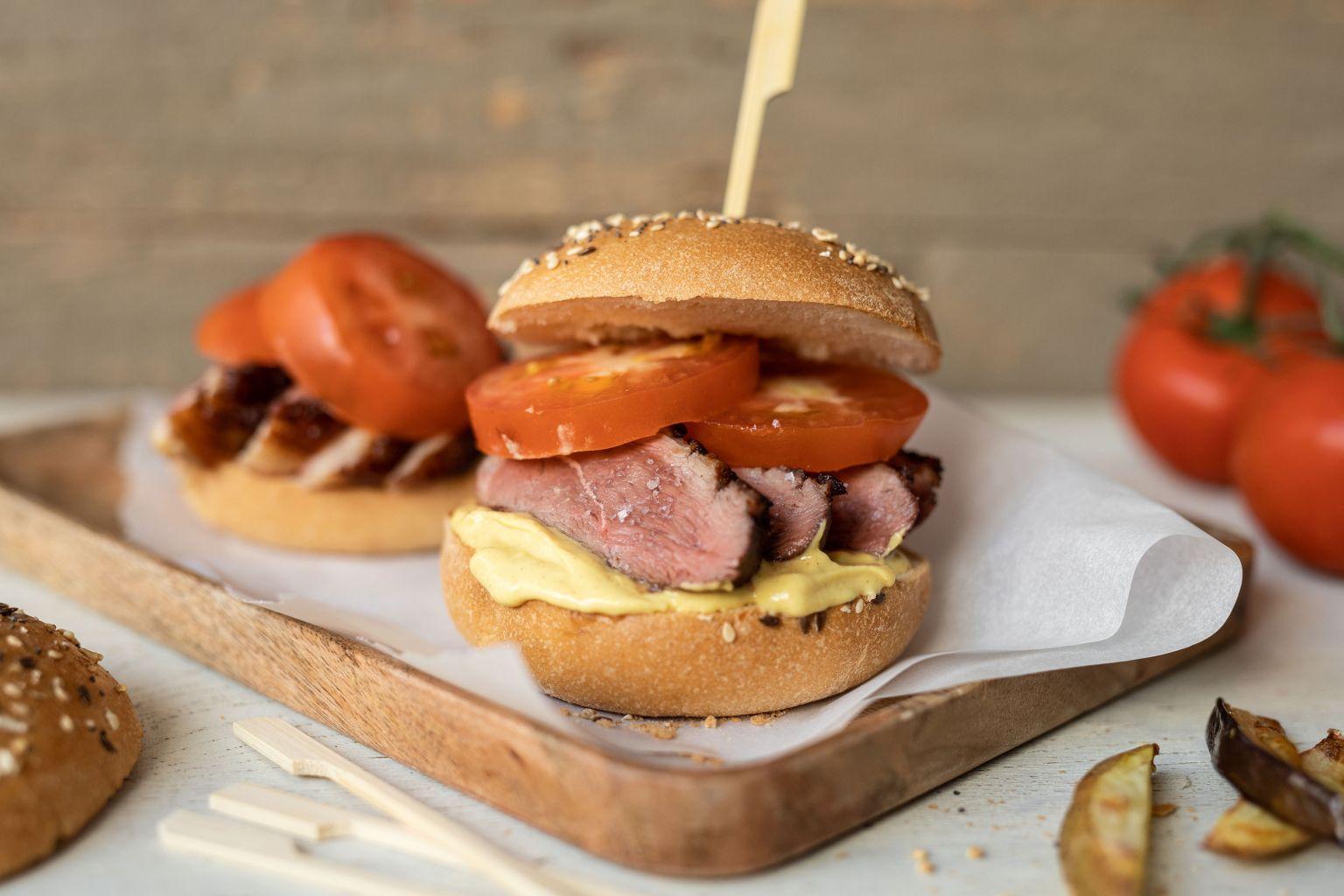 Burger à la canette et frites d'aubergine