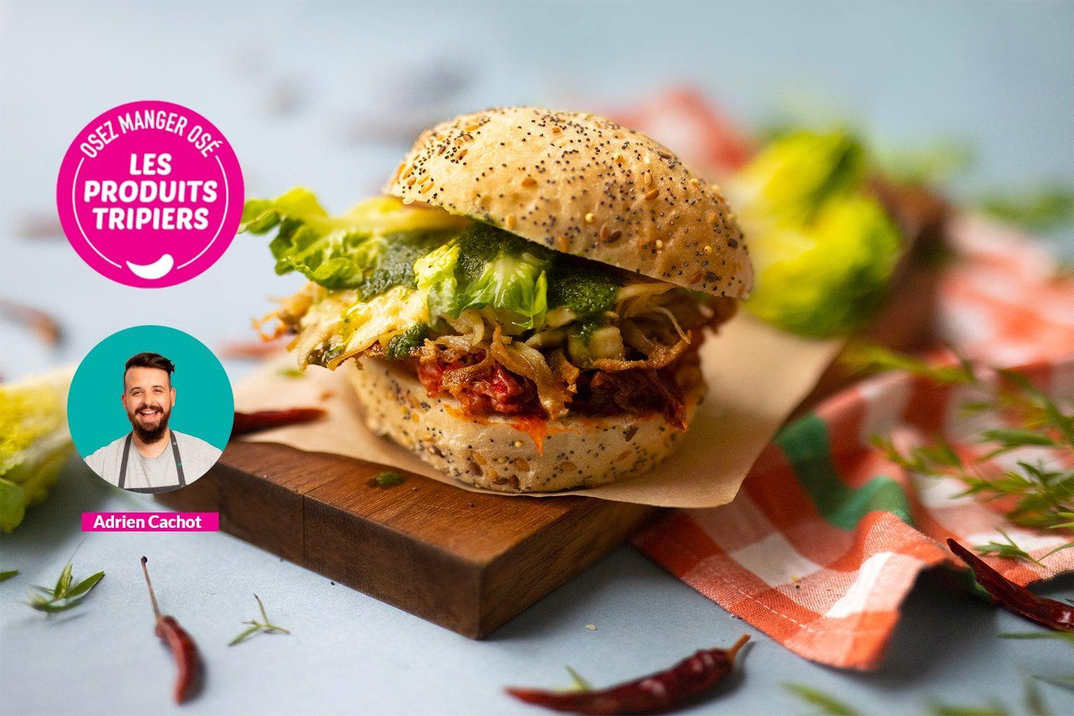 Crispy burger d'Adrien à la panse de bœuf, cheddar et salsa verde