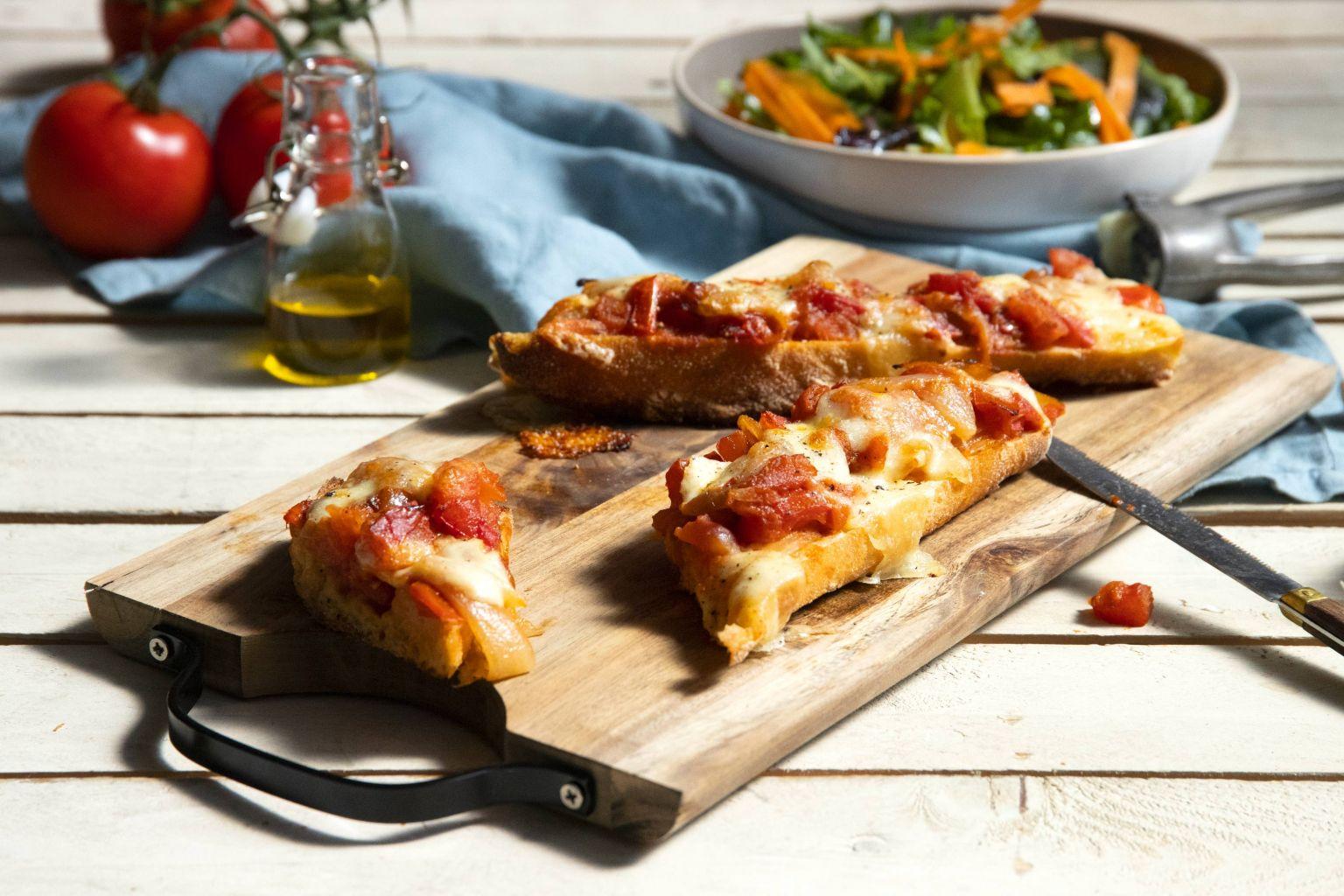 Toast au confit de tomates et mozzarella