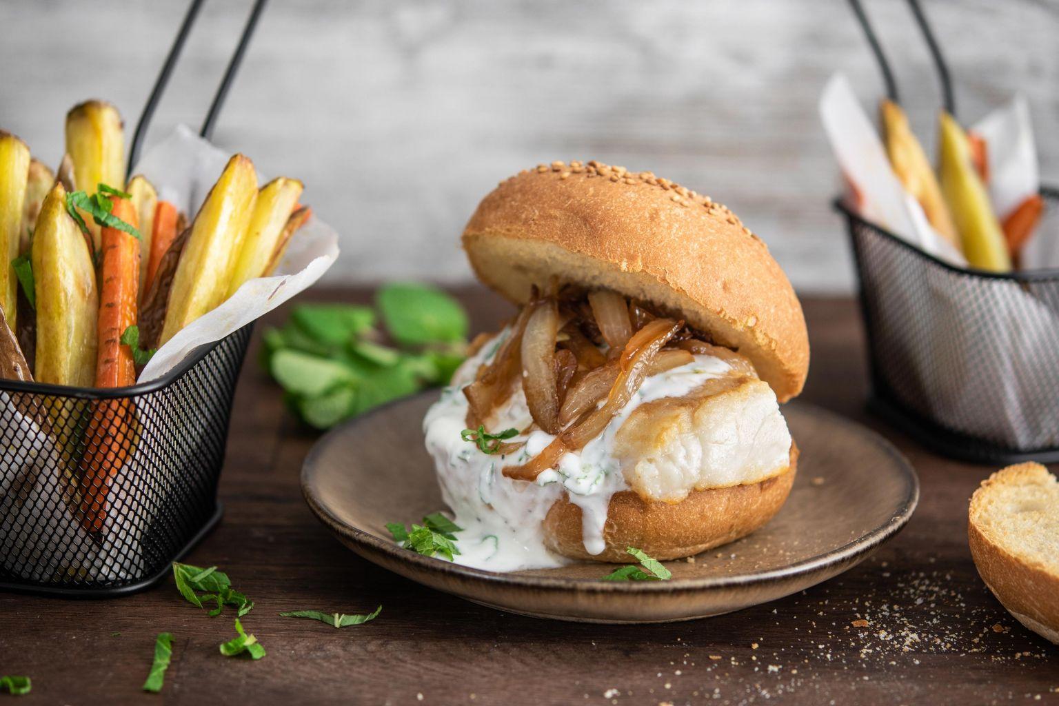 Fish burger à la menthe et au citron, frites de carottes