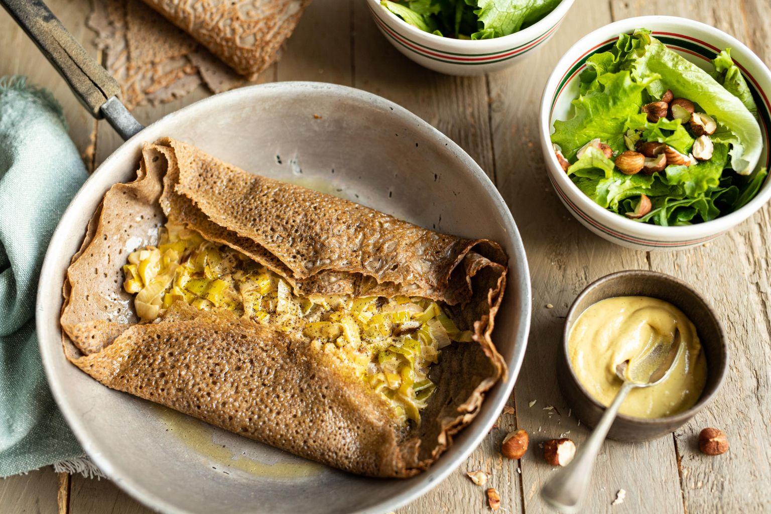 Galettes de sarrasin à la fondue de poireau à la moutarde