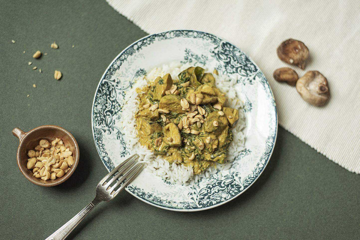Korma veggie aux champignons shiitakés et cacahuètes