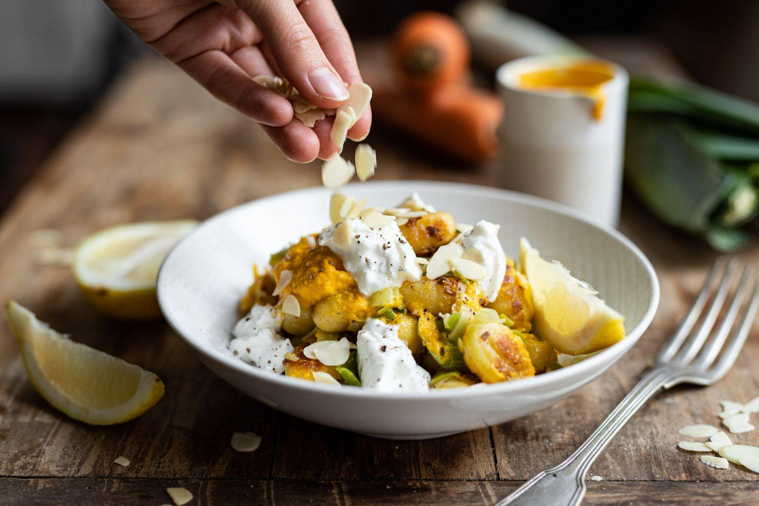 Gnocchi, sauce crémeuse à la carotte et burrata