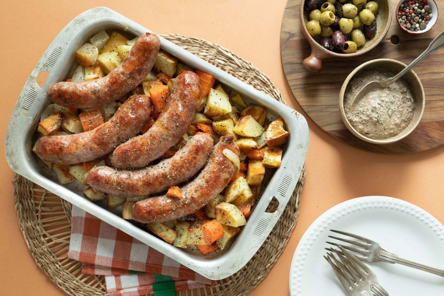 Saucisses grillées et sauce aux olives et herbes de Provence