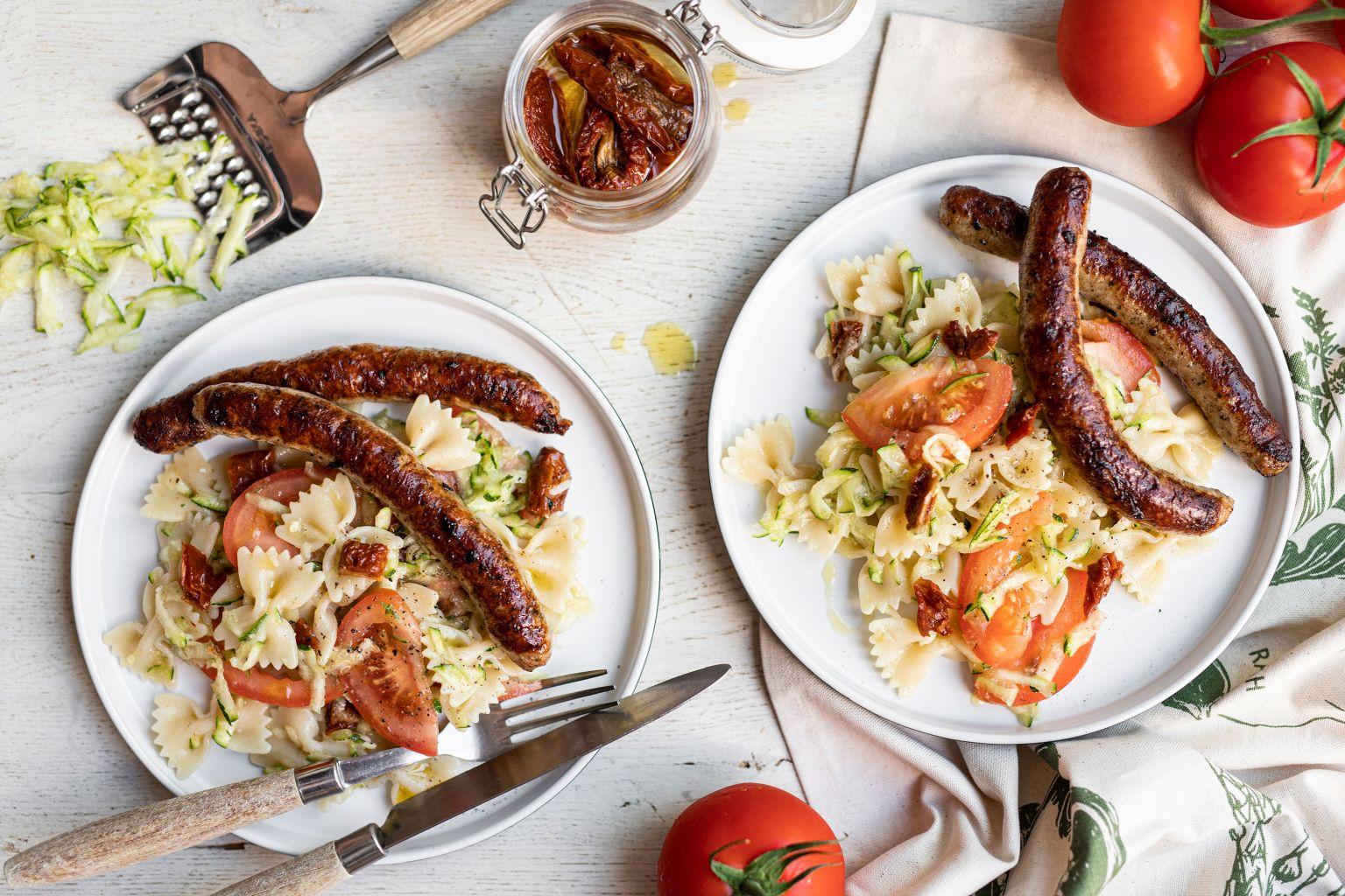 Mix de chipolatas (nature, herbes, comté, curry) et salade à l'italienne