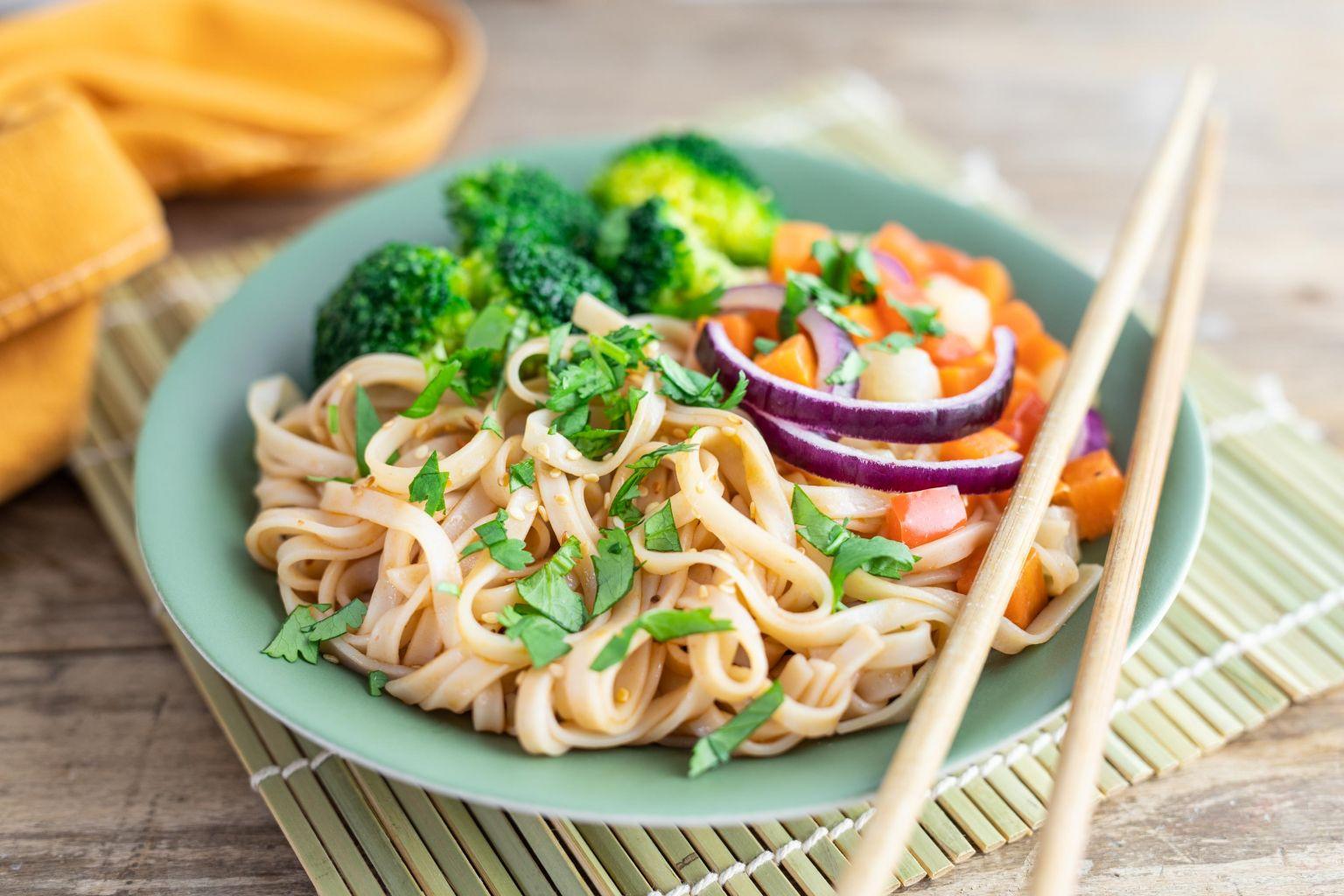Nouilles de riz aux légumes, coriandre et sauce soja