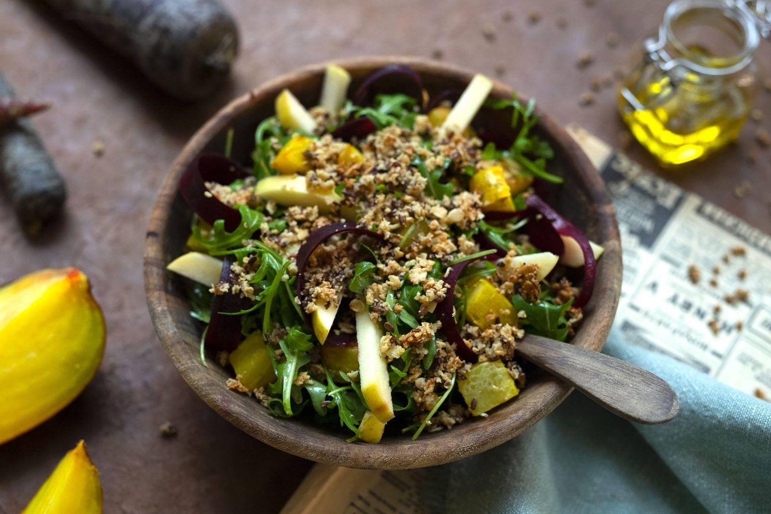Bowl à la betterave jaune rôtie et granola maison aux graines