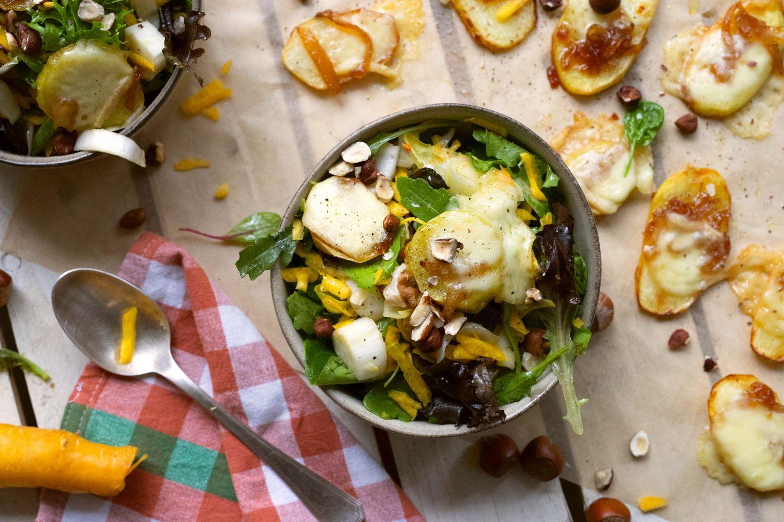 Salade de patartines à la raclette et noisettes