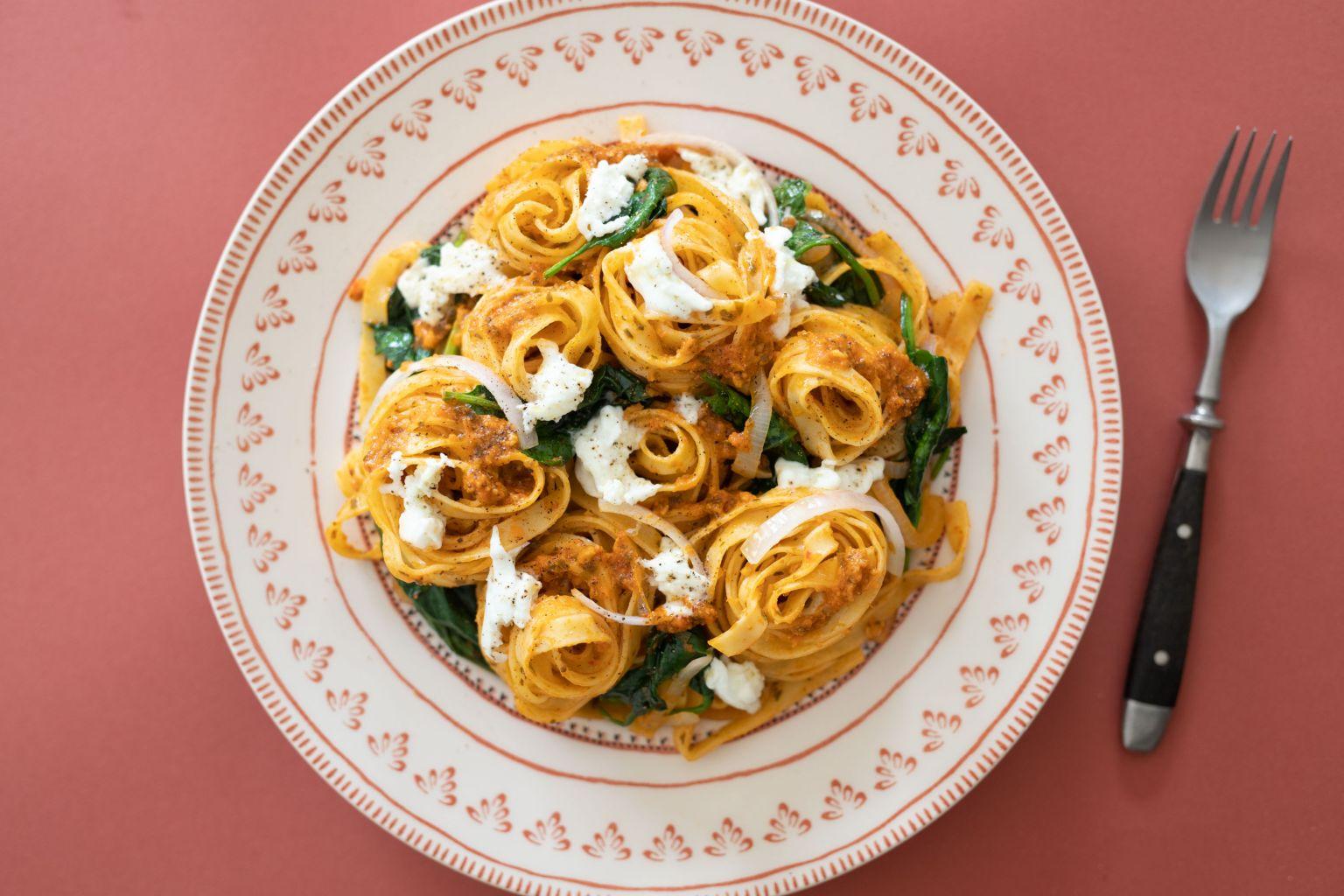 Tagliatelle au pesto pomodoro et mozzarella