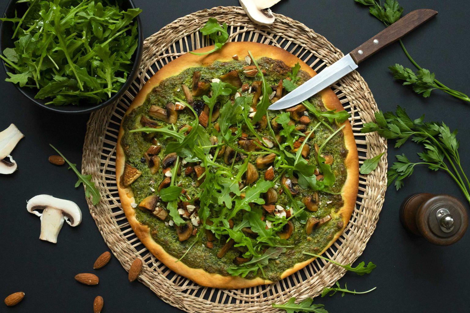 Pizza aux champignons à l'ail et persil