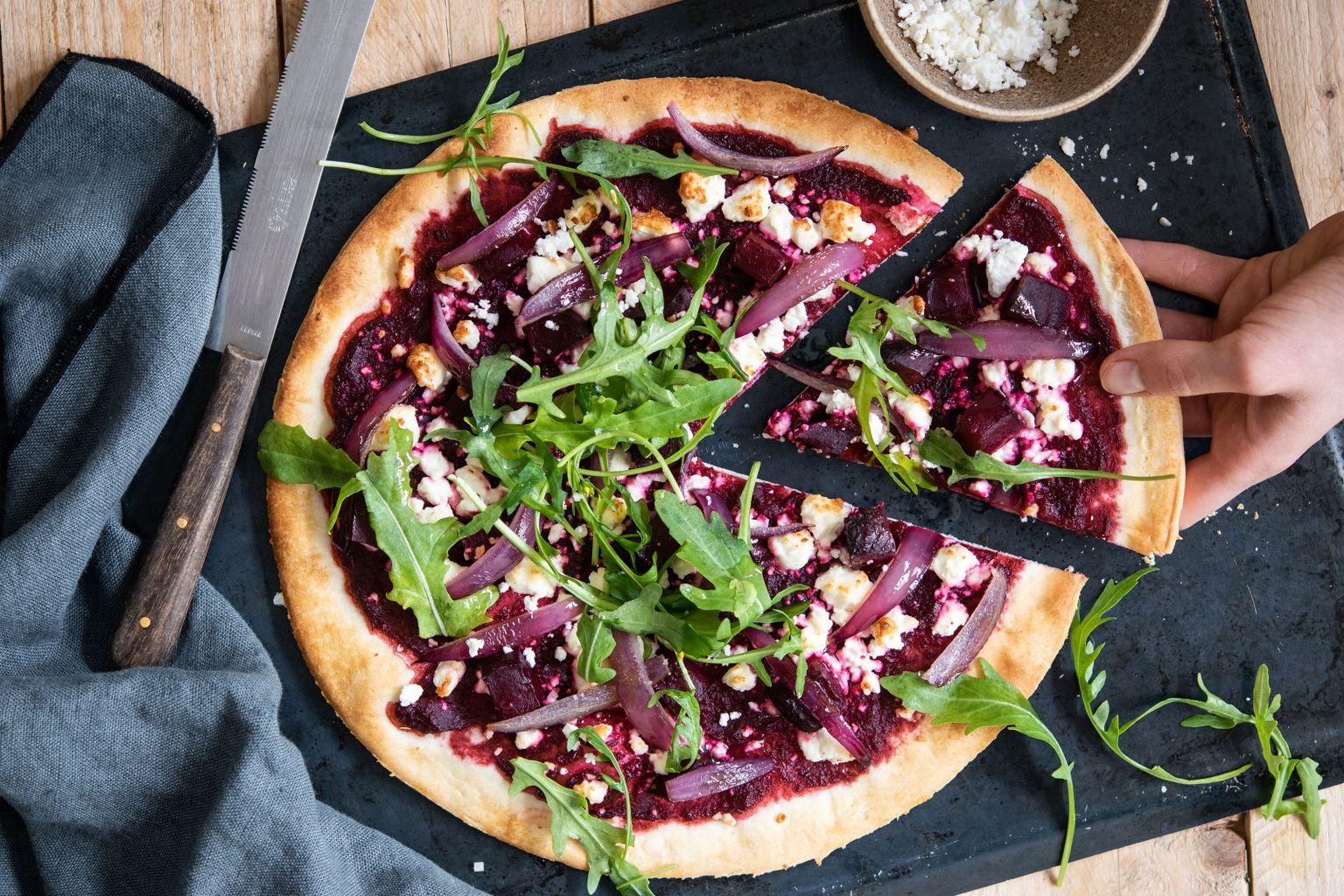 Pizza rosa à la betterave et féta