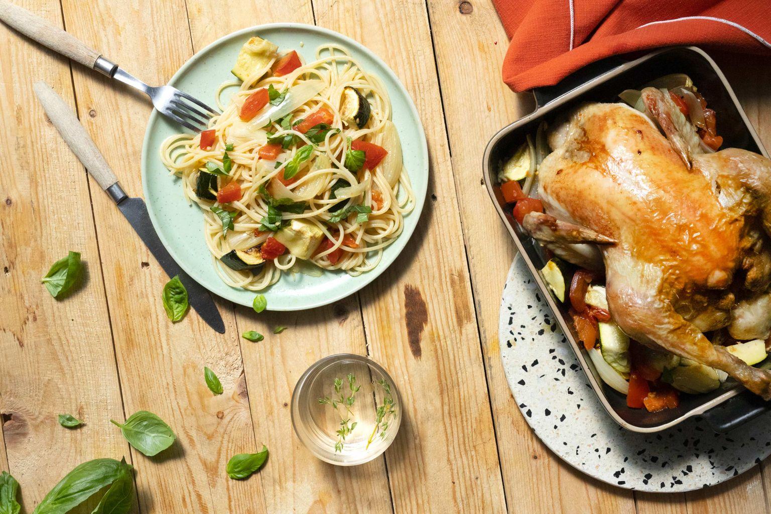 Poulet fermier Label Rouge rôti et spaghetti aux légumes d'été au basilic