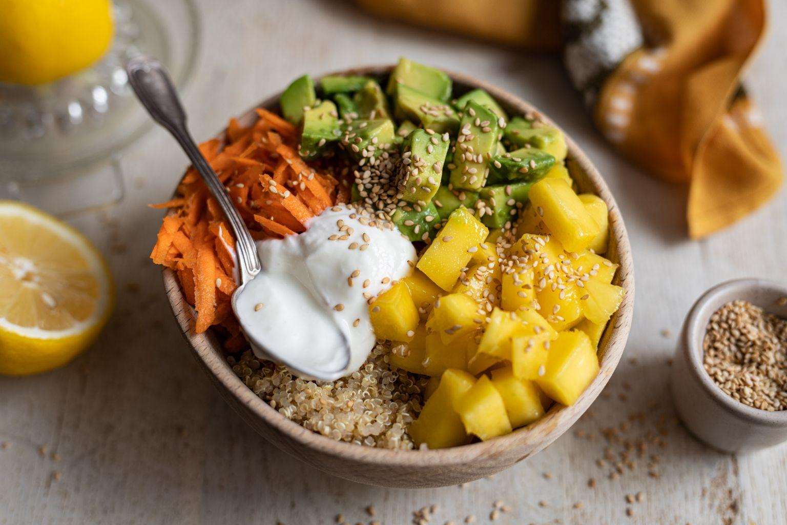 Quinoa bowl à la mangue et avocat