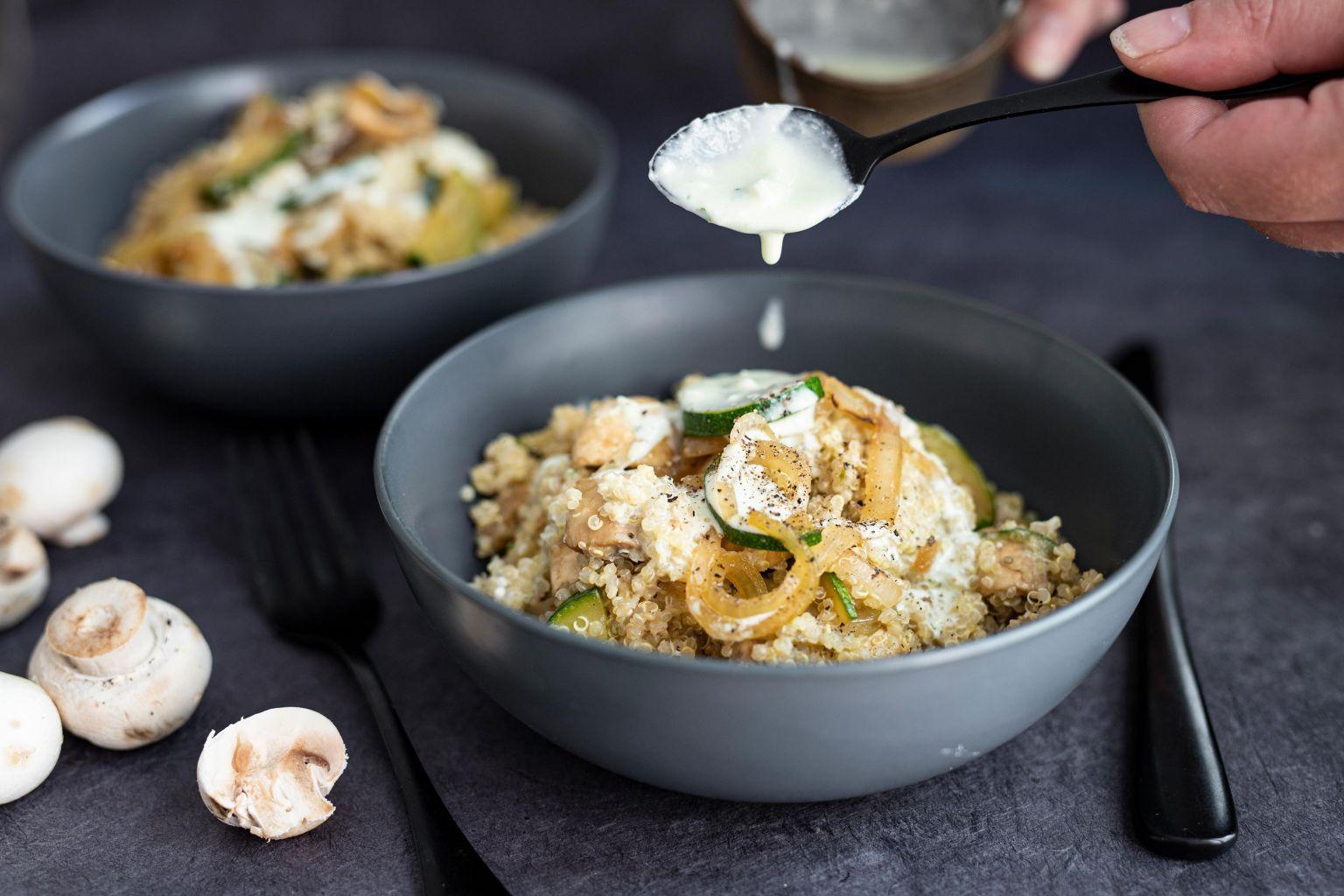 Quinoa crémeux aux champignons et à la crème de féta à l'ail des ours