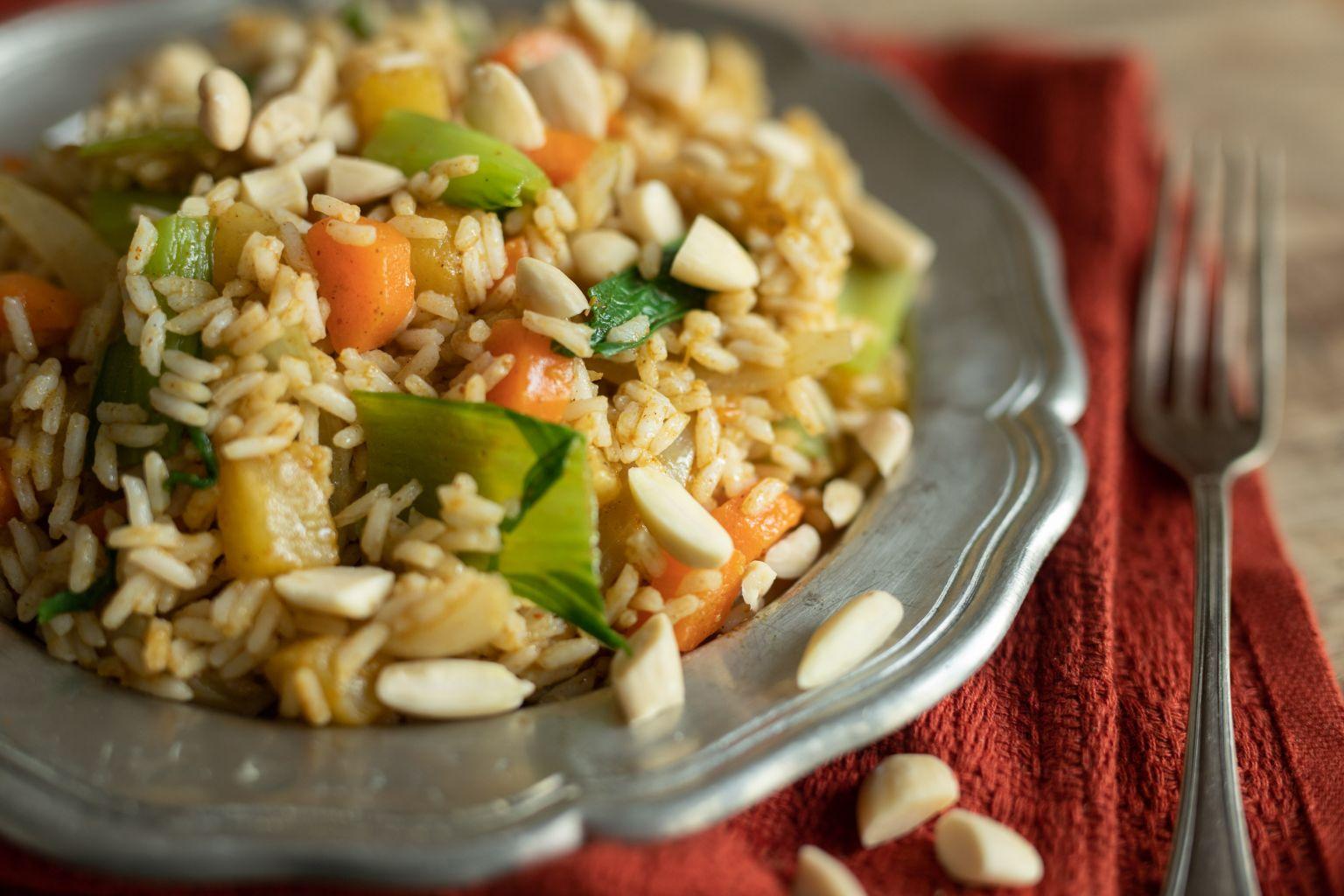 Légumes sautés façon biryani et amandes grillées