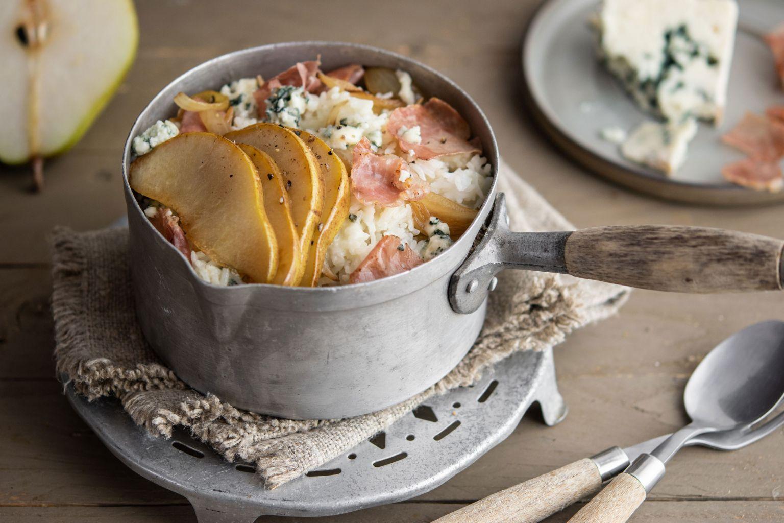 Riz crémeux au jambon italien, poire et roquefort