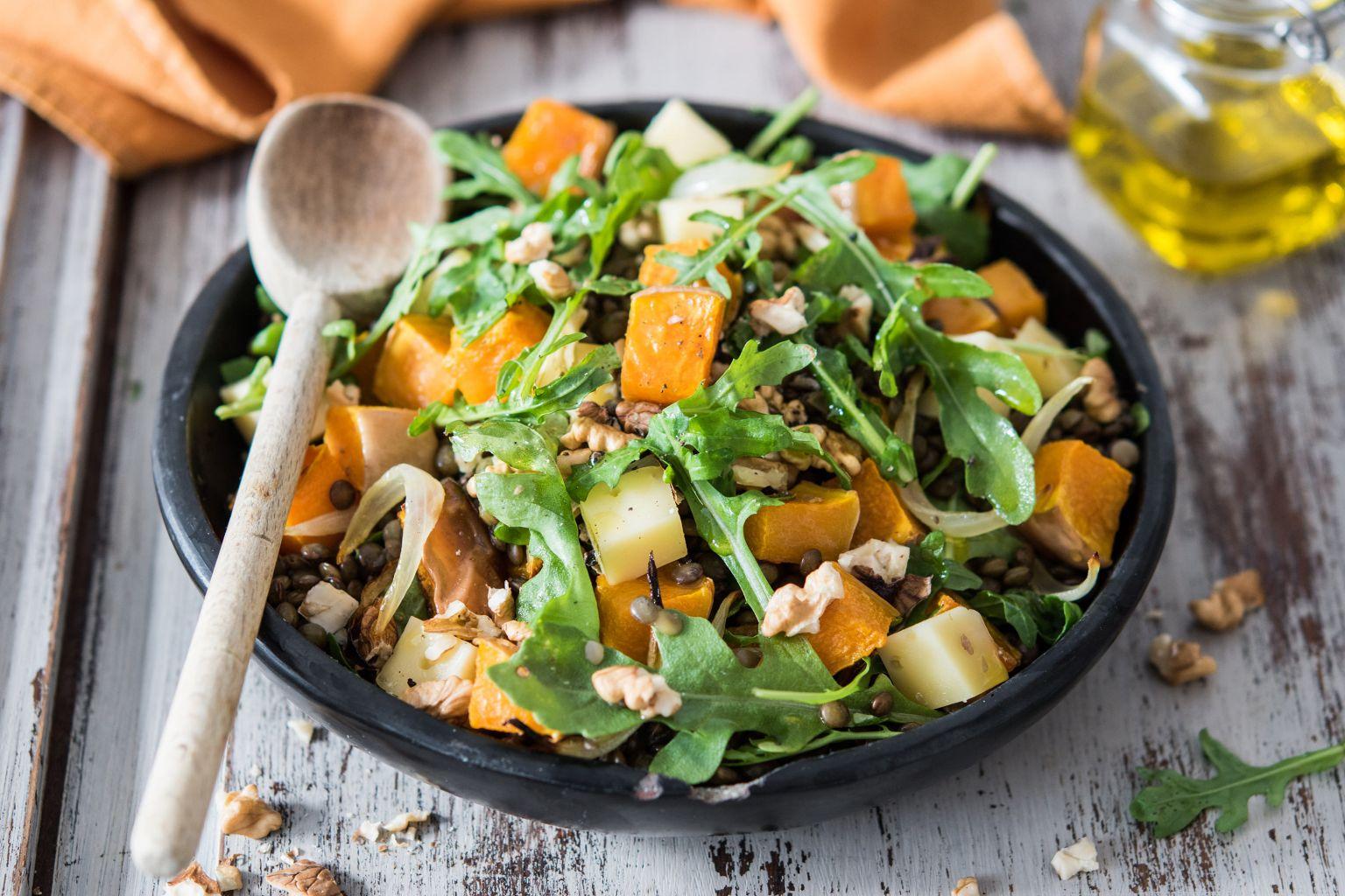 Salade à la courge butternut, tomme du Jura et noix grillées
