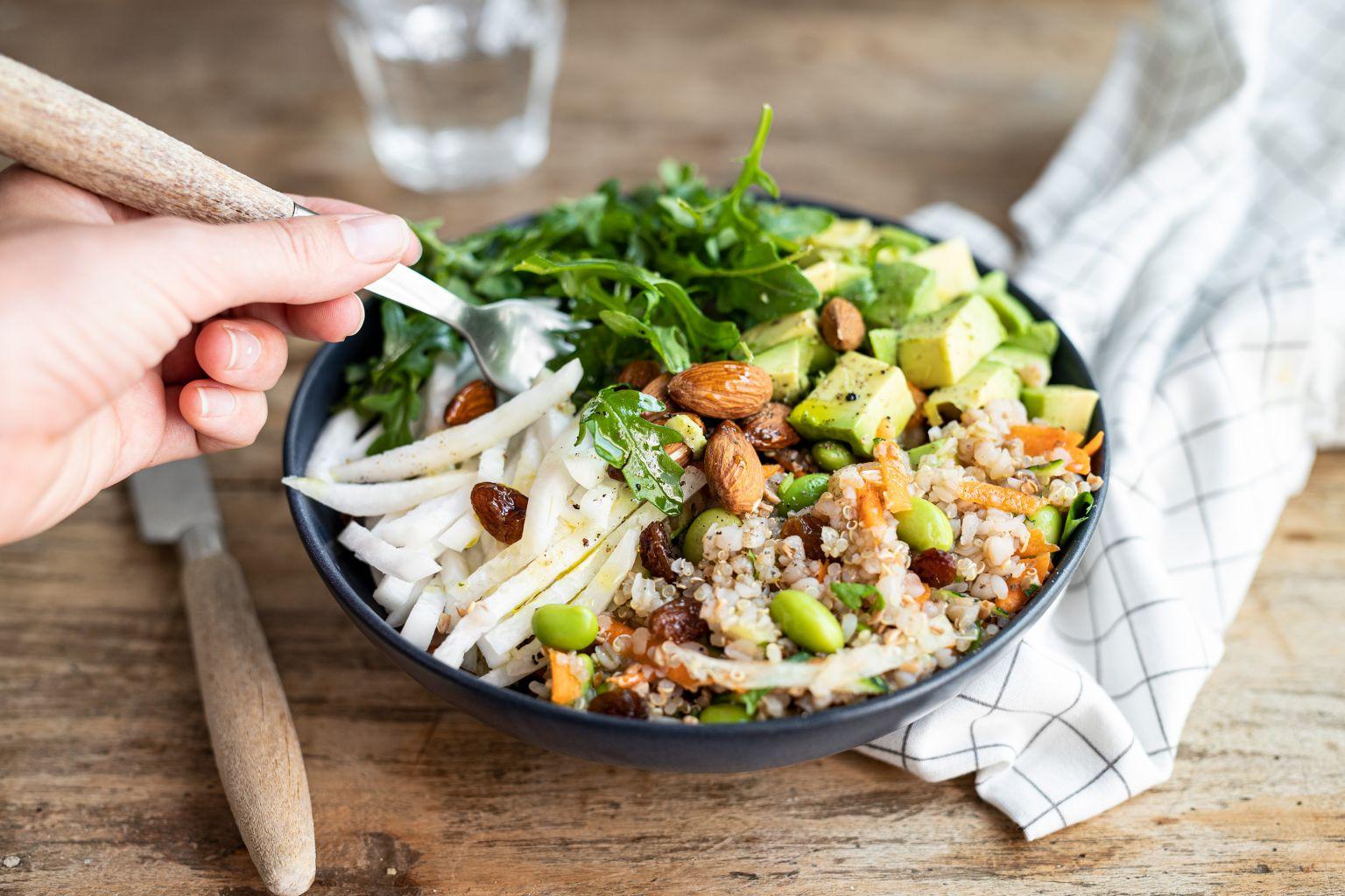 Salade au quinoa, avocat et radis daïkon
