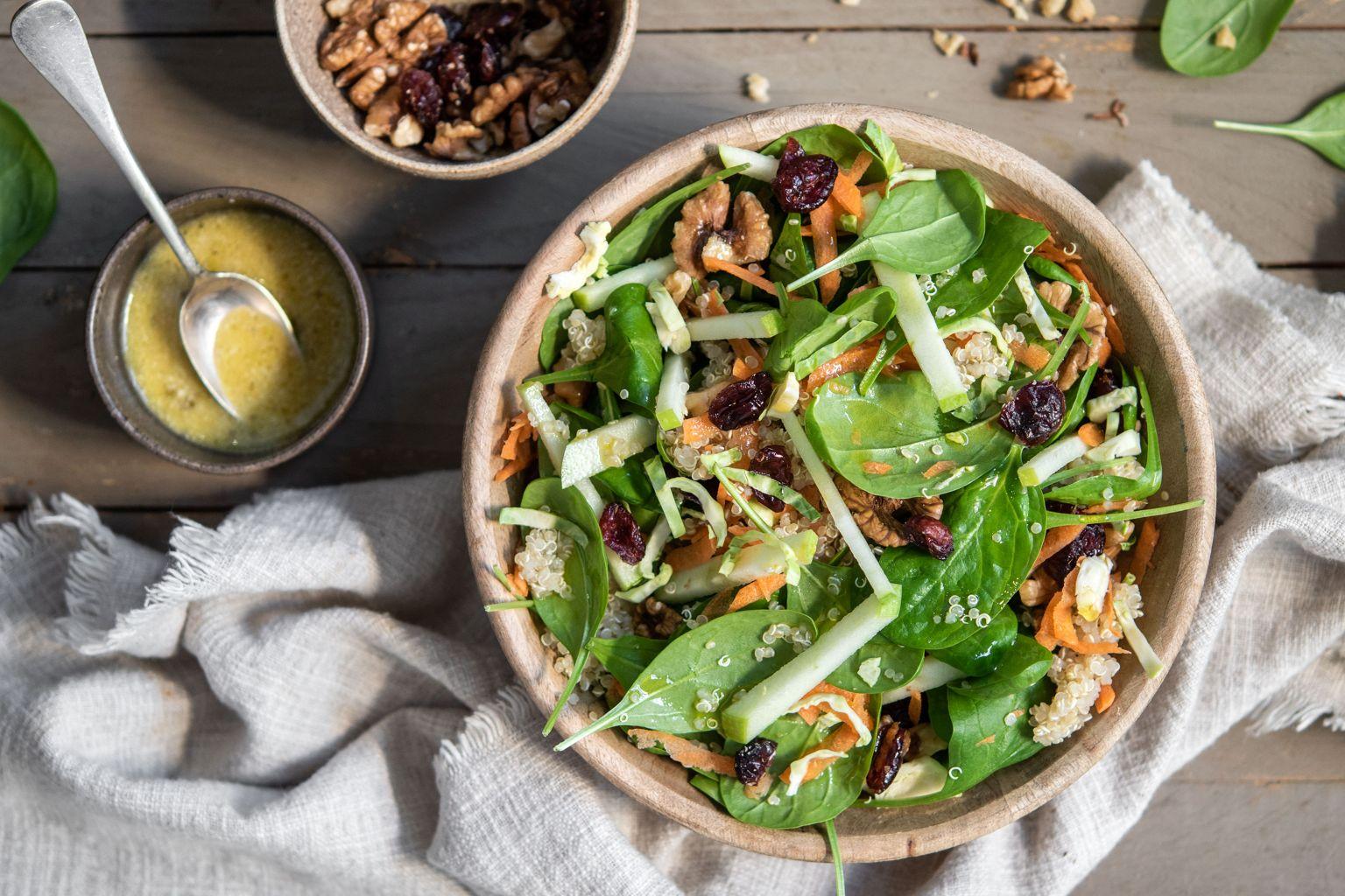 Salade de quinoa aux cranberries et noix